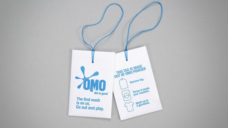 OMO dévoile une étiquette de vêtements qui se transforme en échantillons