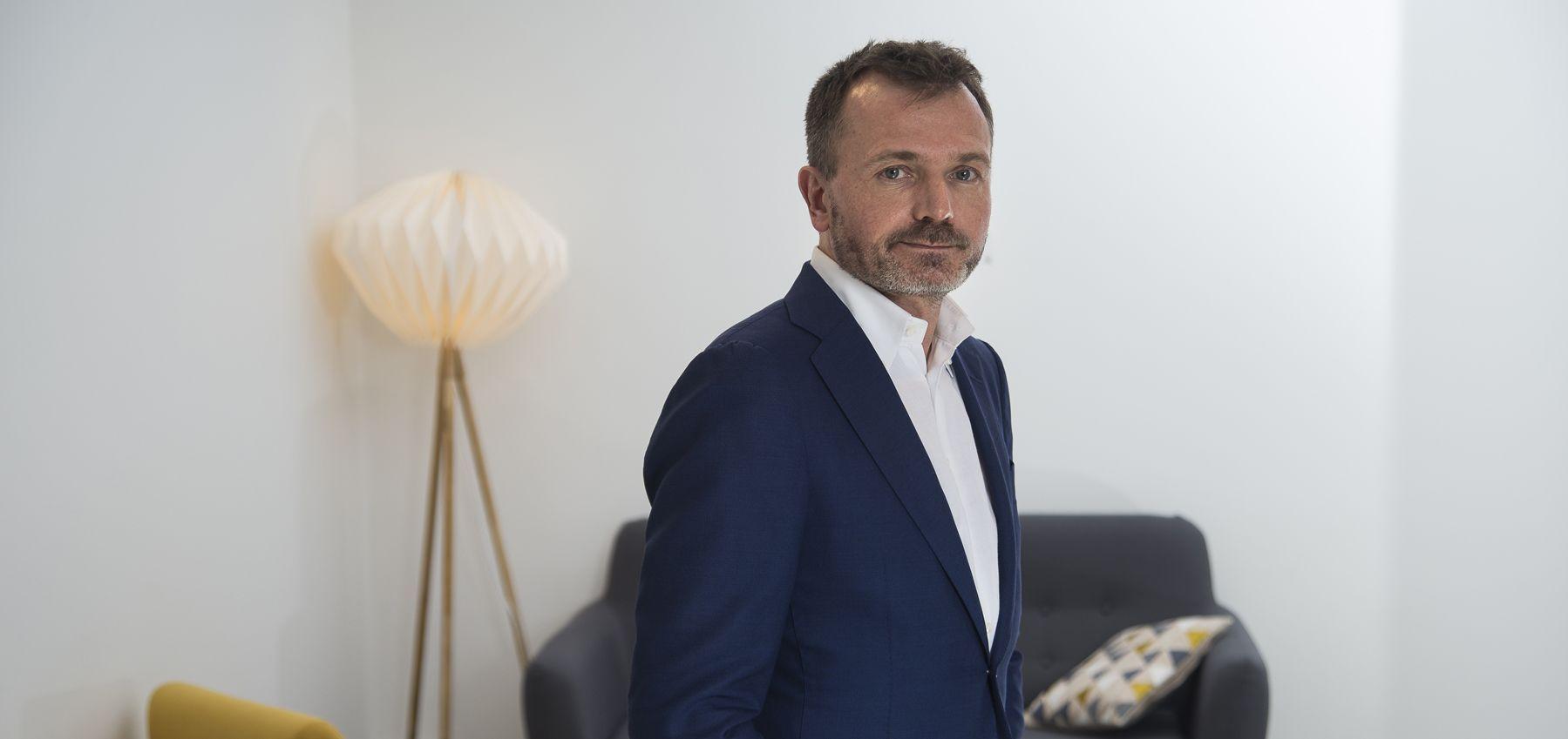 Benoît Raphaël, Spécialiste des médias et éleveur de robots