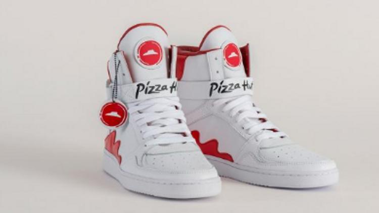 cedaad77416 Pizza Hut dévoile une paire de baskets capable de commander une pizza -  MediaMarketing