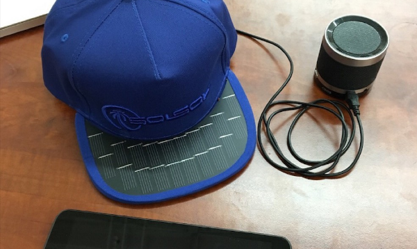 SolSol: une casquette qui recharge votre smartphone