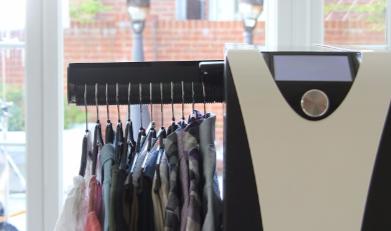 Effie, la machine qui lave et repasse les vêtements à votre...