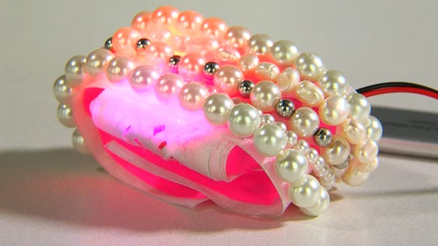 « Smart Jewelry » : Jayun Patel imagine un bracelet connecté...