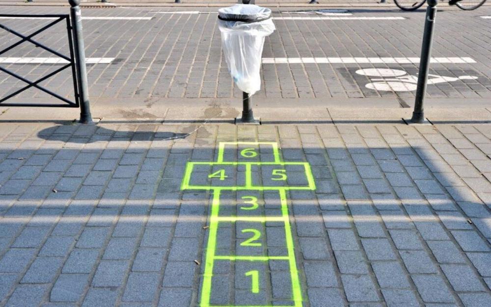 La ville de Lille met en place des marelles pour encourager à utiliser les poubelles