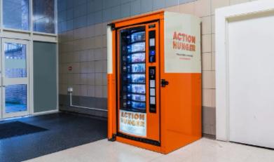 L'association Action Hunger installe des distributeurs pour venir en aide aux sans-abris