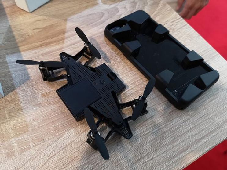 PNJ imagine un drone qui se cache dans la coque d'un smartphone